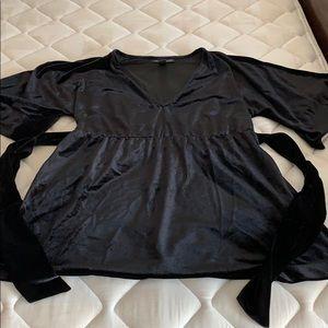 A Pea in the Pod Velvet bell sleeve blouse